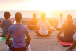 Portugal: YOGA & MEDITAÇÃO – ao Por do Sol na Praia de Matosinhos
