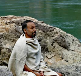 Portugal: Yoga com Shri Parveen Nair – SaMudra o Oceano Interno – Unindo os Ásanas com a Inteligência