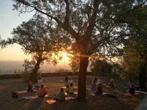 Portugal: Aulas de Yoga suave – online (todas as segundas 19h30) – c/ Teca Batista